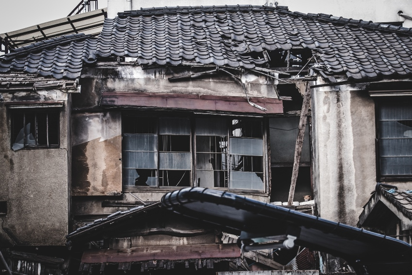 The problem of abandoned homes points to the fact that along with ownership, people are also abandoning their maintenance responsibilities. ©Koukichi Takahashi/EyeEm/Getty Images