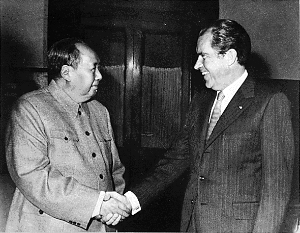 US President Nixon meets China