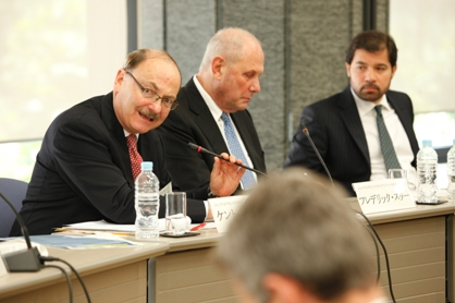 (From left to right) Reischauer Center Director Kent E. Calder, Central Asia-Caucasus Institute Chairman S. Fredrick Starr, and Deputy Foreign Minister Ludin