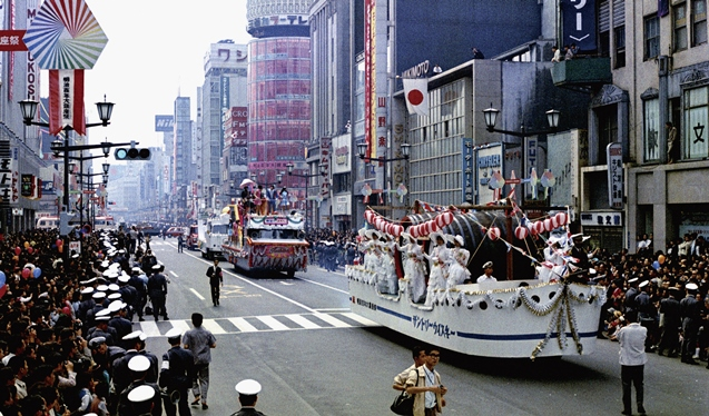 This October 1968 parade through Ginza in Tokyo was one of countless events held to mark the Meiji centennial 50 years ago. ©Kyodo News