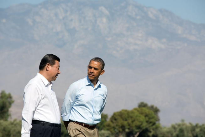 US President Obama with Chinese President Xi on the grounds of the Annenberg Retreat at Sunnylands, June 8, 2013. (Official White House Photo by Pete Souza)